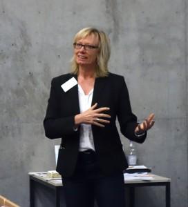 culture2business Veranstaltung I Sabine Gilliar: Anmoderation des Vortrags in der Hochschule Darmstadt.